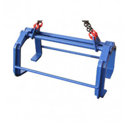 Large plate lifting dogs with spacer bars and chain assemblies
